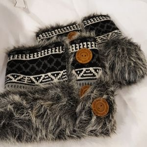 Mukluks boot covers toppers gray black with fur